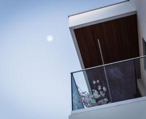 moon_house_terrace